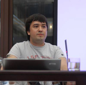 Lev Dolgachov presenting in Moscow May 2008